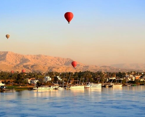 Luxury Egypt Tour with Nile Cruise - Hot air balloons over the Nile River in Luxor